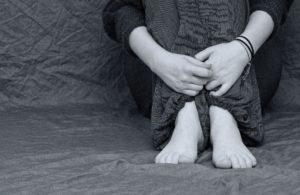 Persona sufriendo por la soledad